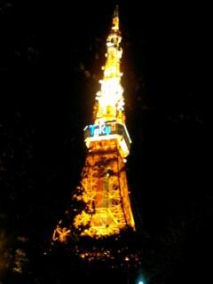 東京タワーの下で